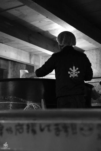 Controllo della fermentazione (courtesy of Tomita shuzo)